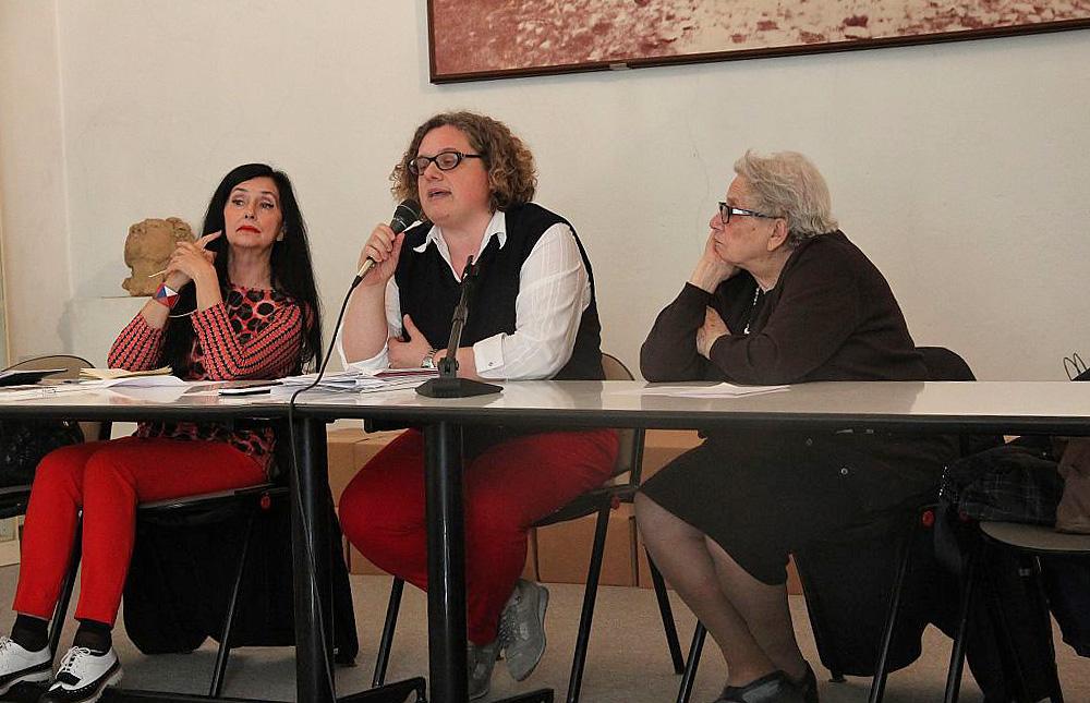 Il tavolo della conferenza del 16 maggio