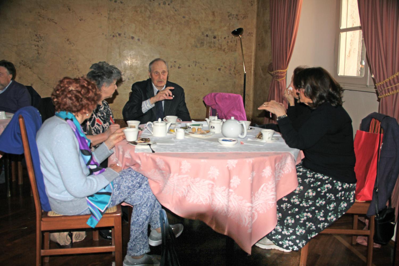 Un tavolo del Caffè letterario