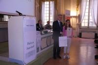 Un'alunna e il Provveditore agli Studi di Parma prof. Maurizio Bocedi
