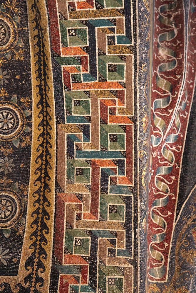 Cornice decorativa a greca