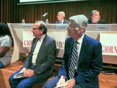 Davanti al tavolo della presidenza Fabio Carosone di Sydney ed Enzo Molina, presidente della Lega tumori