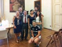 03 - Da sinistra: Elena Cordani della «Dante» di Parma, un atleta, il presidente Peticca, il vice presidente Maria Pia Bariggi, il tecnico meccanico, la giovane interprete e il secondo atleta