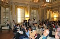 07_il_pubblico_nella_sala_delle_feste_di_palazzo_Sanvitale