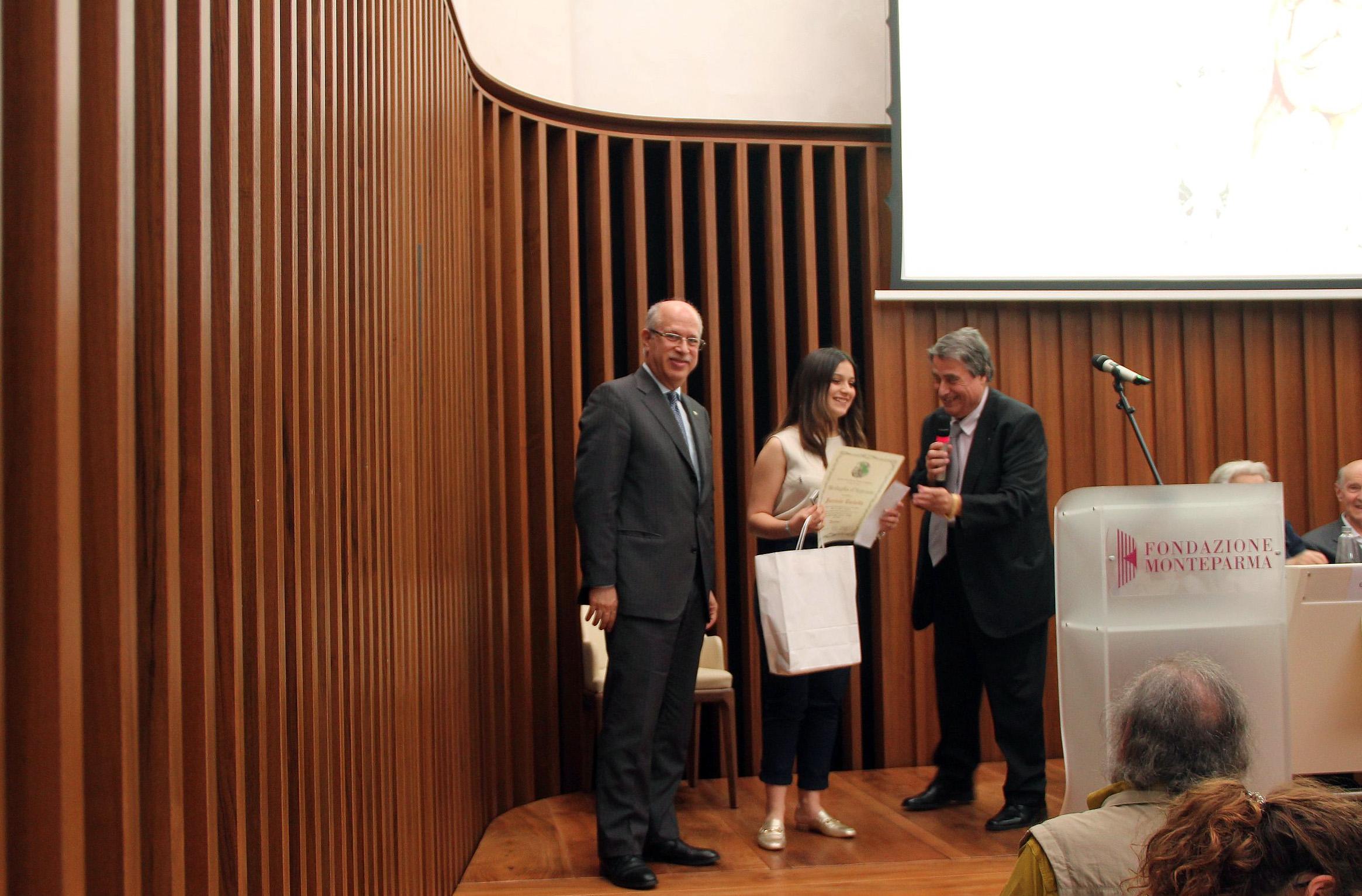 04-una-premiazione-con-Prefetto-Parma-e-Peticca
